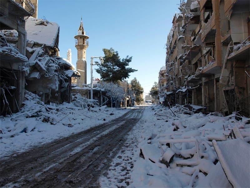 الثلوج في شوارع دمشق المدمرة