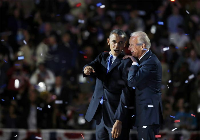 جو بايدن والرئيس أوباما