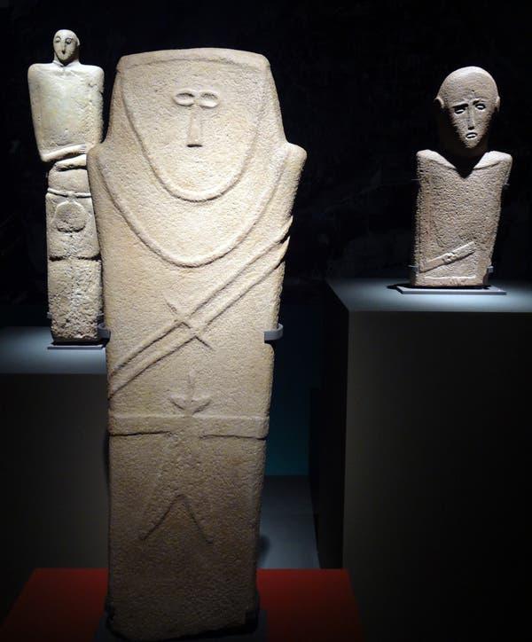 صورة احد التماثيل