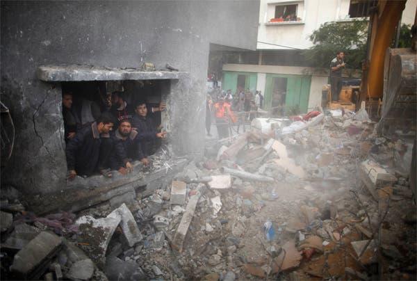 آثار الدمار الذي خلفته غارة اسرائيلية على غزة