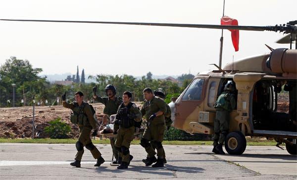 مروحيات الجيش الاسرائيلي تنقل الحالات الخطرة الى المستشفيات