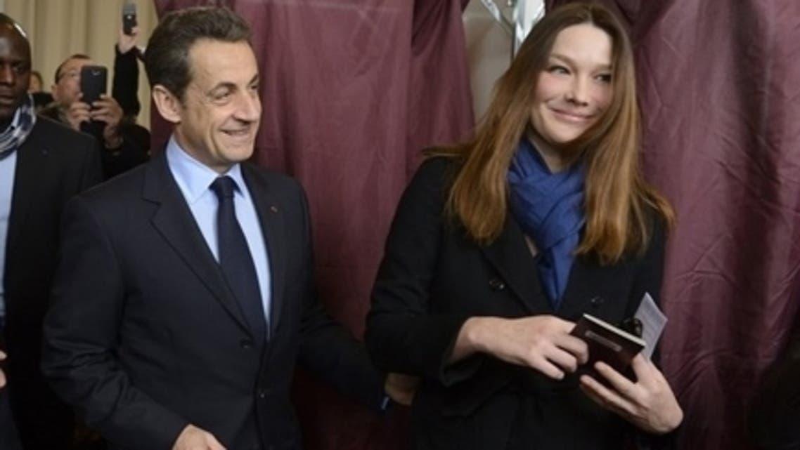 نيكولا ساركوزي وزوجته كارلا يدليان بصوتيهما