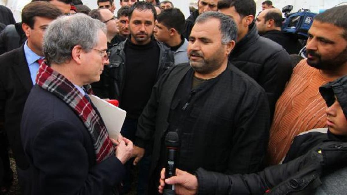 U.S. Ambassador to Syria Robert Ford (L) talks with Syrian refugees as he visits Islahiye refugee camp in Gaziantep province January 24, 2013. (Reuters)