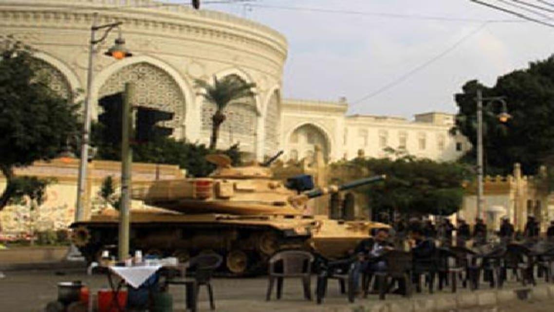 دبابة للجيش المصري أمام قصر الاتحادية (أرشيفية)