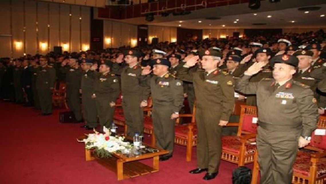 الجيش المصري يحذر من انهيار البلاد ويدعو الفرقاء لحل الأزمة