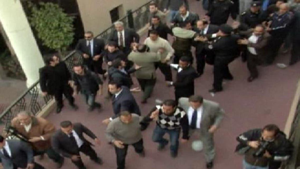 الضباط الأحرار يحذرون وزير الداخلية: الانضمام للشعب أو الخلع
