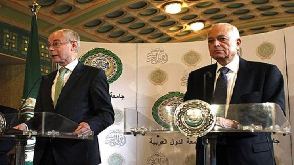 یورپی کونسل کے صدر ہرمن وان رومپائے (بائیں) اور عرب لیگ کے سیکرٹری جنرل نبیل العربی قاہرہ میں مشترکہ نیوز کانفرنس سے خطاب کر رہے ہیں