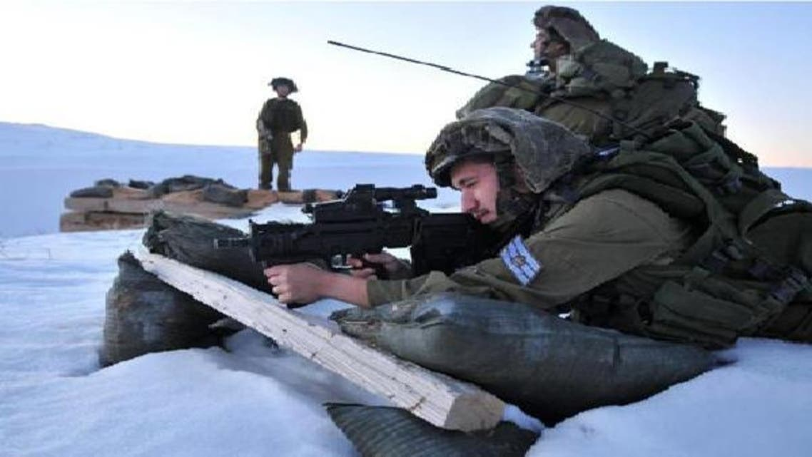 جنود اسرائيليون يحرسون الحدود الشمالية