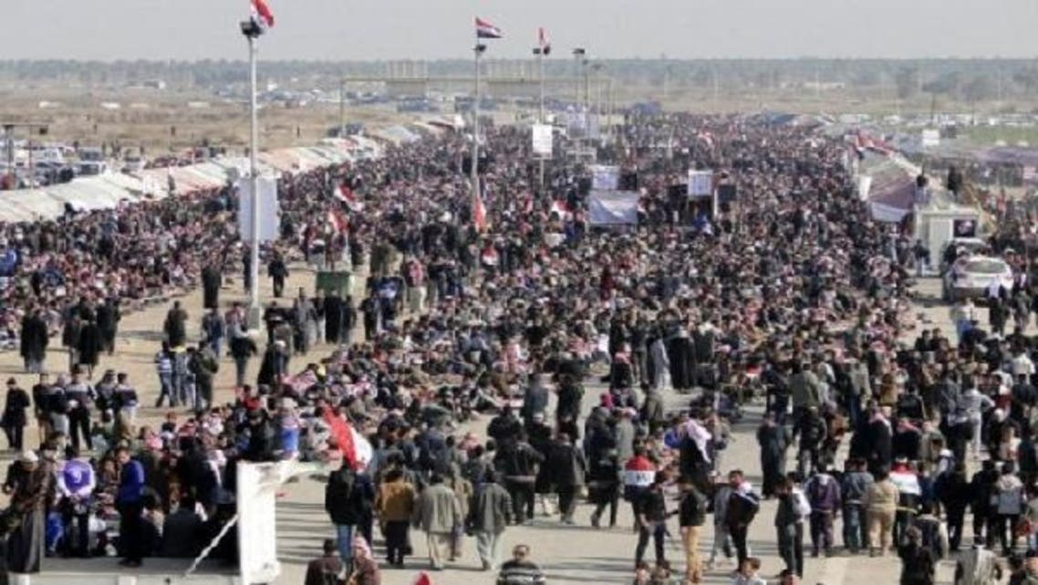 Iraqi Sunni protesters gather on the main highway to Syria and Jordan near Ramadi, in Anbar province, on January 4, 2013. (AFP)