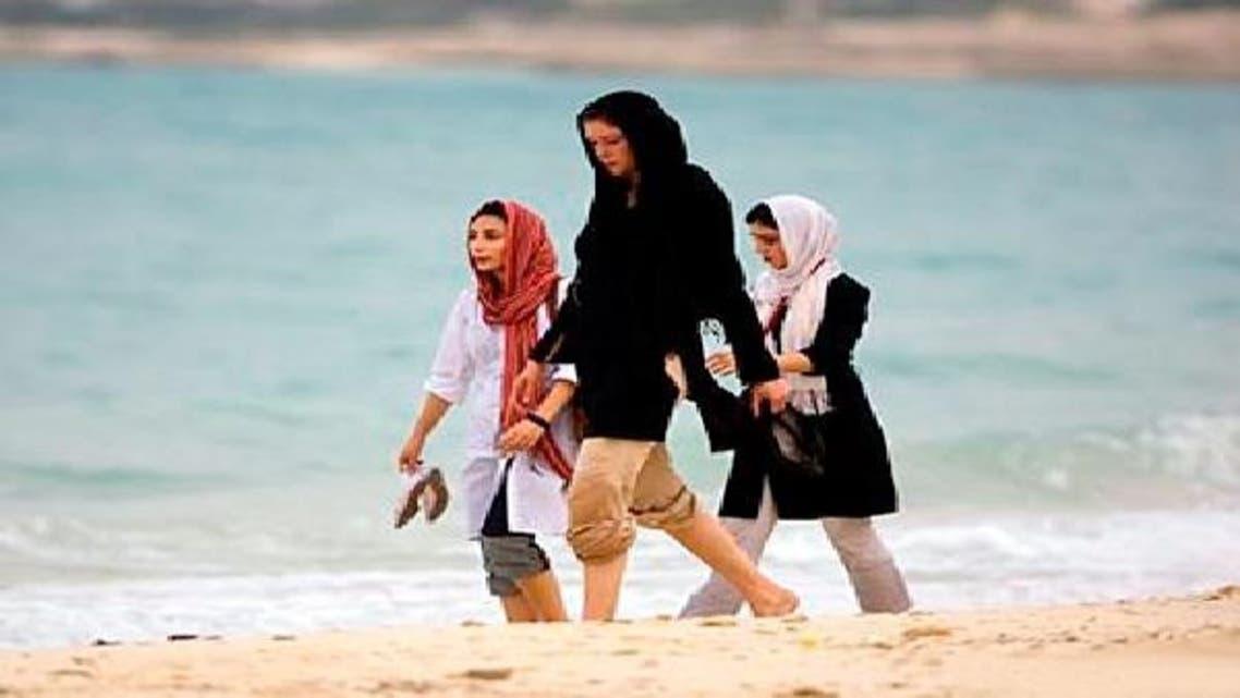 """روسی خواتین ایران کے پبلک مقامات پر \\""""ڈریس کوڈ\\"""" کی خلاف کرتے نظر آتی ہیں"""