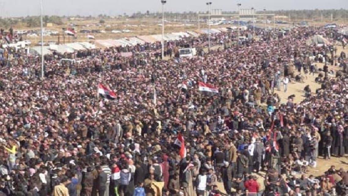 مغربی صوبہ الانبارمیں ہزاروں افراد مالکی حکومت کے خلاف احتجاجی مظاہرے کر رہے ہیں