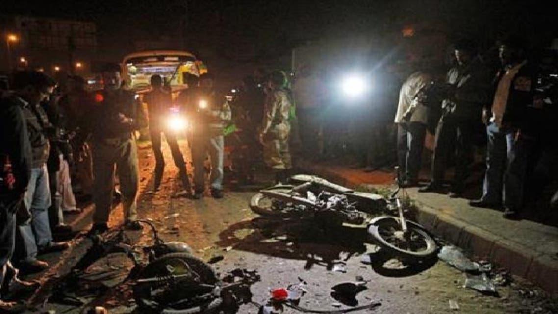 کراچی میں بم دھماکے کے بعد تباہی کا منظر۔