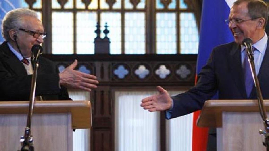 الاخضر الابراہیمی ماسکو میں روسی وزیر خارجہ سرگئی لاروف کے ساتھ مشترکہ نیوز کانفرنس سے خطاب کر رہے ہیں