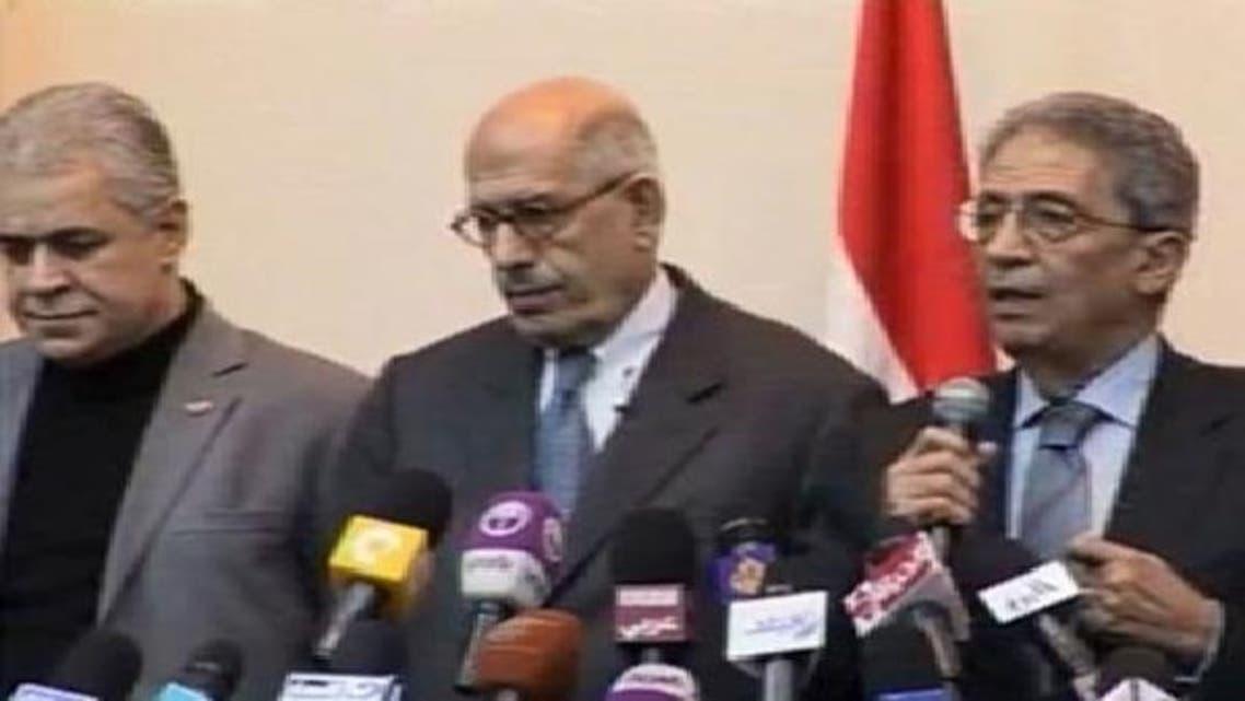 مصری حزب اختلاف کے لیڈر حمدین صباحی(بائیں) محمد البرادعی (درمیان میں) اور عمرو موسیٰ