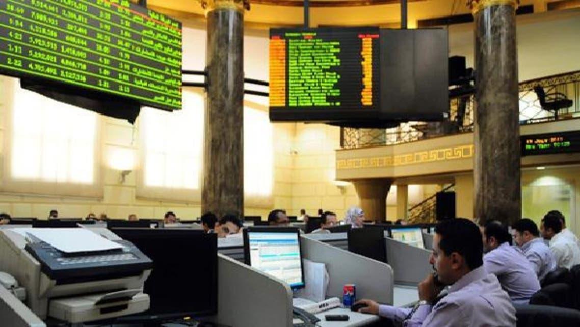 بورصة مصر تواصل الأداء العرضي وتغلق في المربع الأحمر