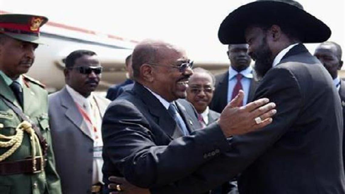 South Sudan\'s President Salva Kiir (R) welcomes Sudan\'s President Omar Hassan al-Bashir at Juba airport July 9, 2011. (Reuters)