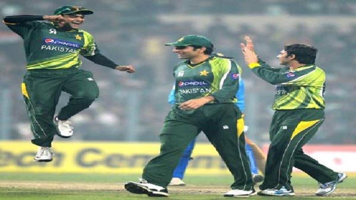 بھارت کو ہرانے کے بعد پاکستان کے محمد حفیظ، کپتان مصباح الحق اور سعید اجمل کے ساتھ خوشگوار موڈ میں
