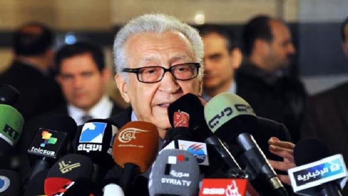 الاخضر الابراہیمی دمشق میں صحافیوں سے گفتگو کر رہے ہیں۔