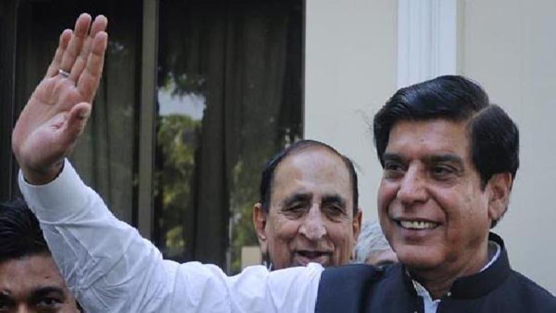 وزیر اعظم راجا پرویز اشرف نے اقربا پروری کی بدترین مثال قائم کرتے ہوئے اپنے داماد کو عالمی بنک کا ایگزیکٹو ڈائریکٹر نامزد کیا ہے