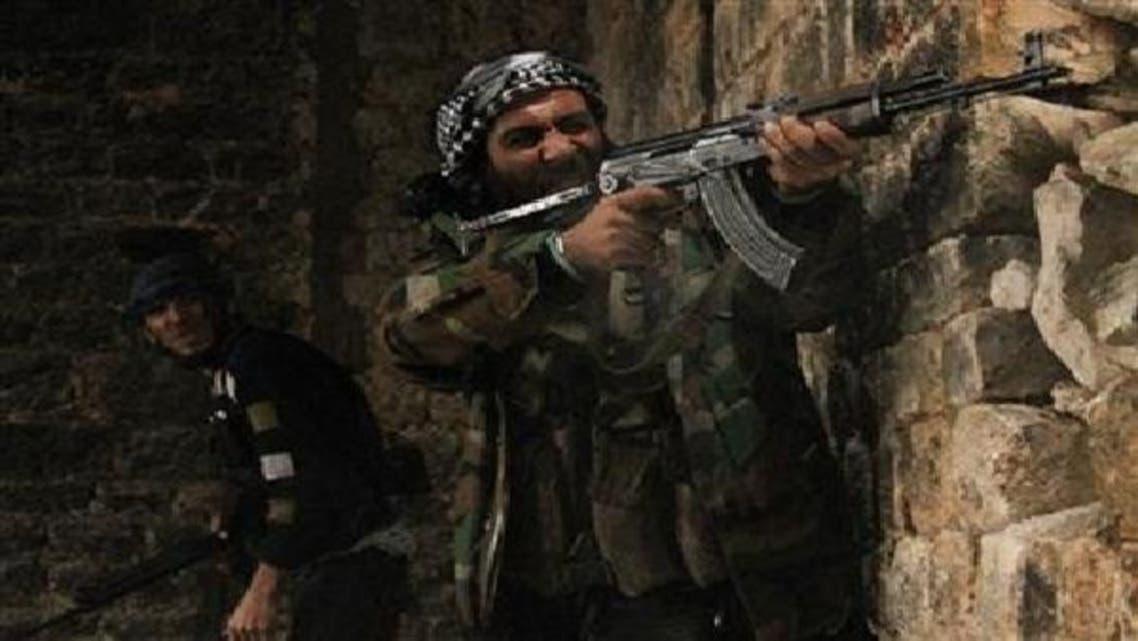 حلب کے علاقے قسطل حرامی میں جیش الحر کے جنگجو سرکاری فوج کے خلاف لڑائی کے دوران فائرنگ کررہے ہیں۔