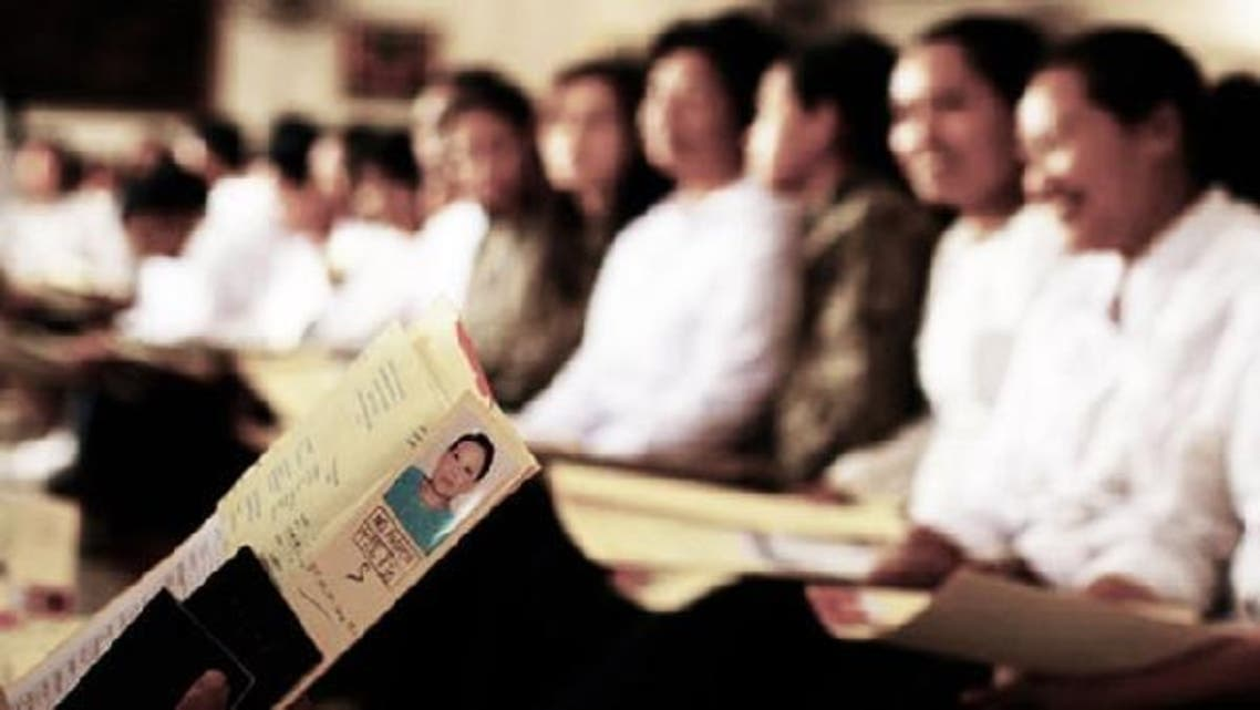 Filipino workers sit in an office in Saudi Arabia. (Photo courtesy mideastposts.com)
