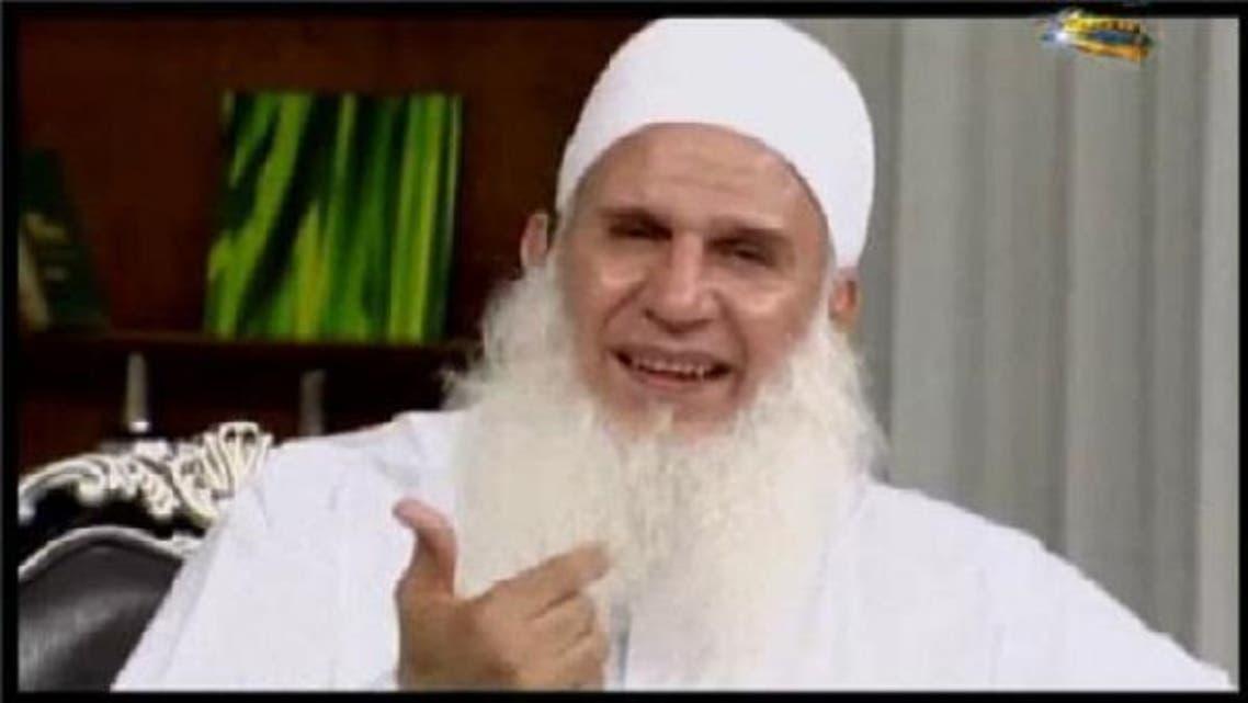 Sheikh Muhammad Hussein Yaqob said the internet and love are major sins in Islam. (Photo courtesy 6rb.com)