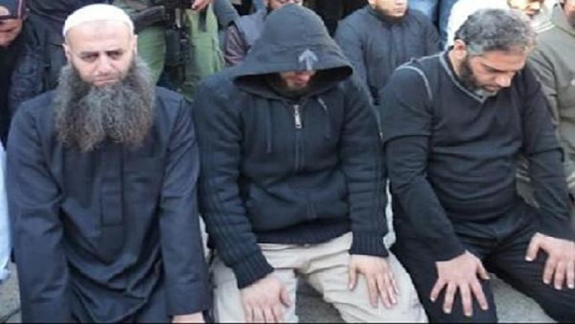 Renowned Lebanese singer Fadel Shaker (right) prays besides his Salafi companions. (Al Arabiya.net)