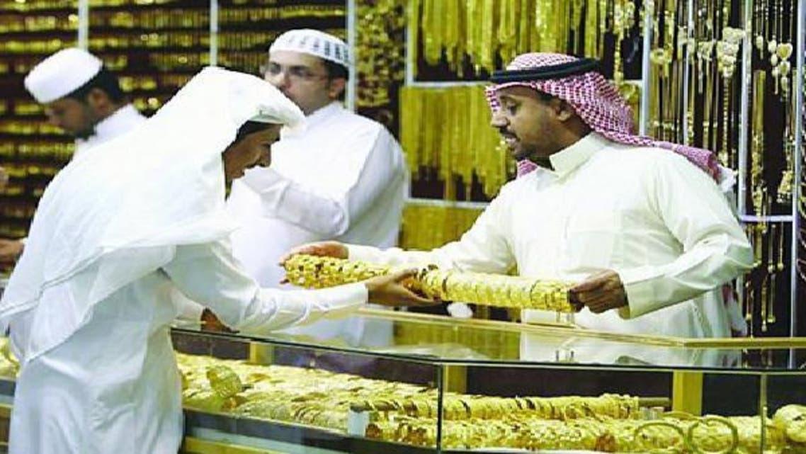 تخوف من تنفيذ قرار تأنيث متاجر الذهب في السعودية