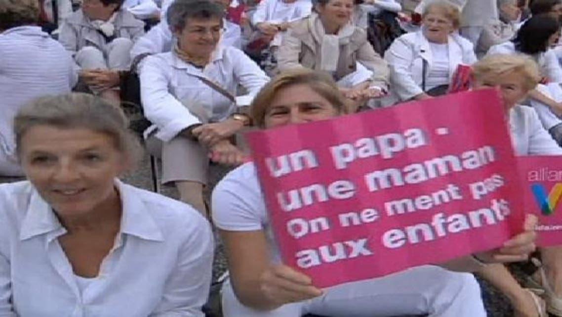 الآلاف يتظاهرون ضد زواج المثليين في فرنسا