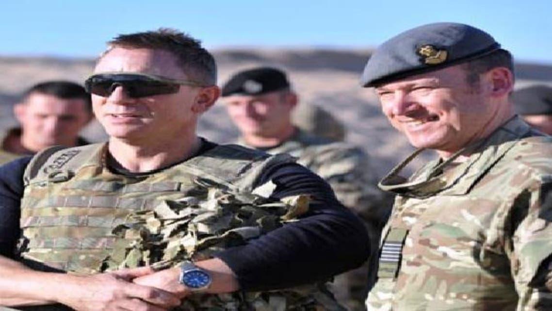 جيمس بوند يرفع معنويات جنود بريطانيا في أفغانستان