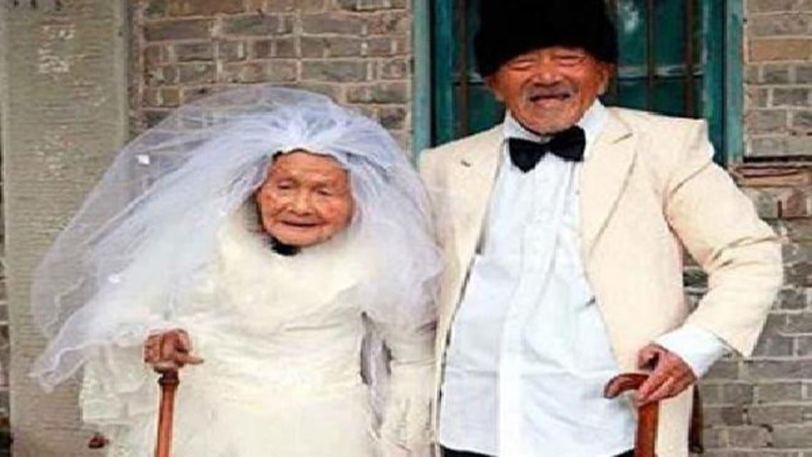 بعد 9 عقود من الزواج.. صينيان يلتقطان صورا لعرسهما