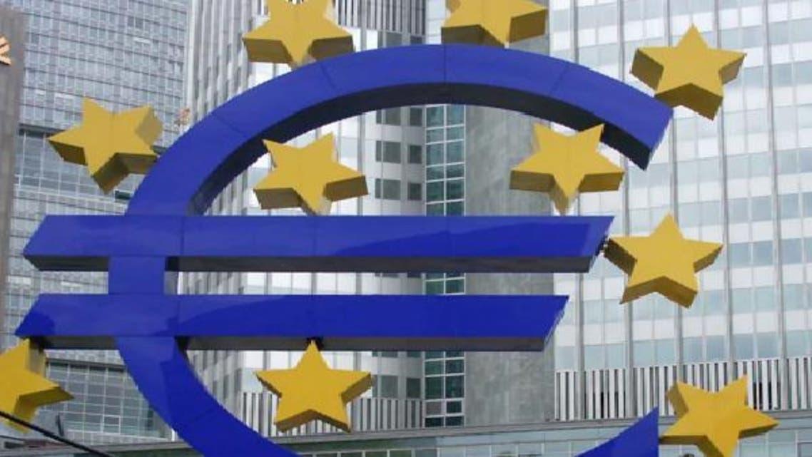 اليورو يهوي لخفض موديز تصنيفها الائتماني لفرنسا