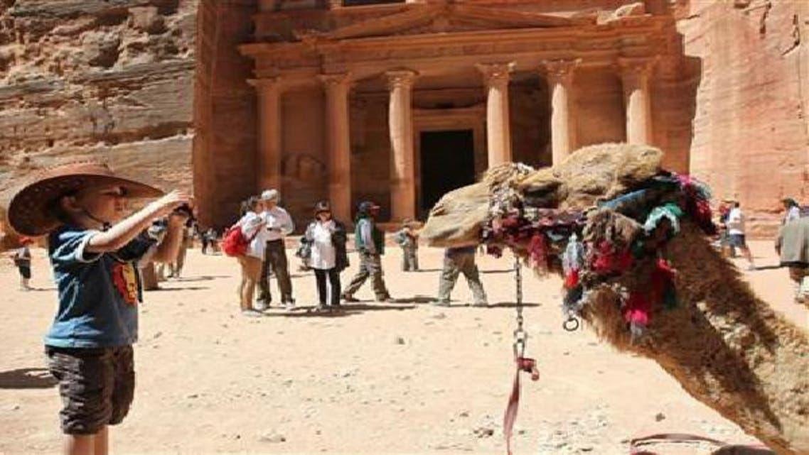 سياح في منطقة البتراء الأثرية جنوب الأردن