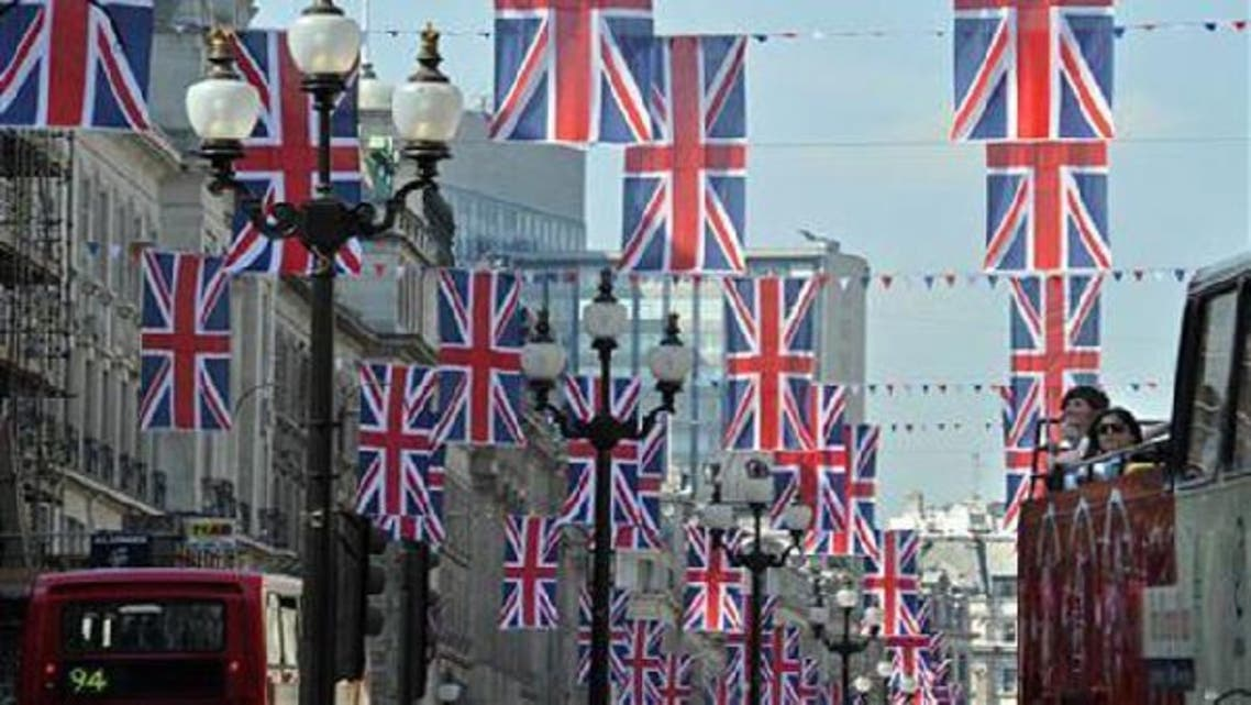 Tourists on a bus tour view Union flags hung along Regent Street in London in celebration of the forthcoming Royal wedding, April 19, 2011. (Reuters)