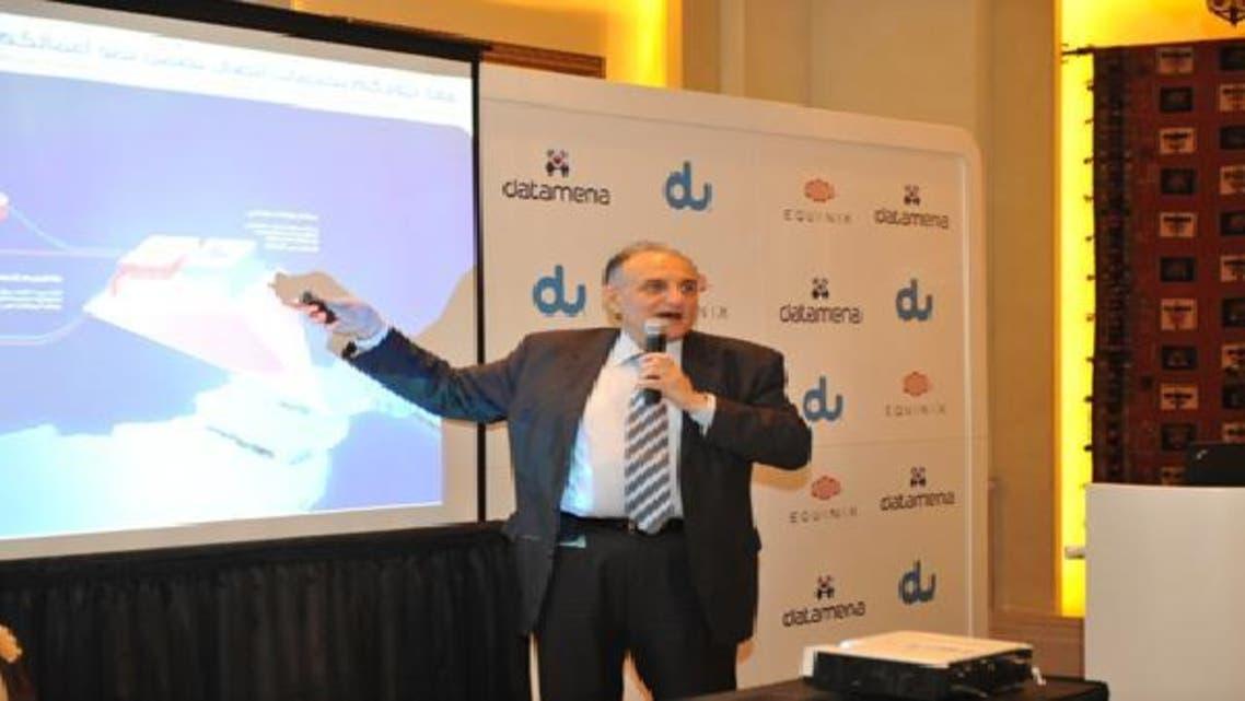 عثمان سلطان خلال المؤتمر الصحافي للإعلان عن الاتفاقية