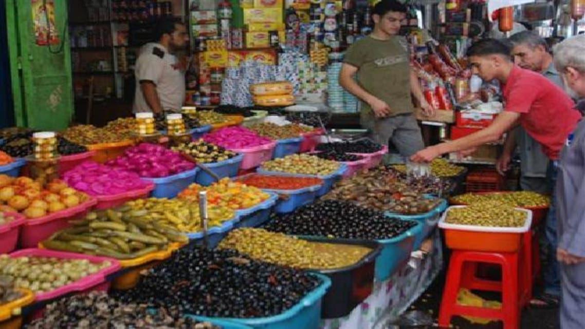 الغزاويون يتخوفون من احتكار التجار مواد التموين