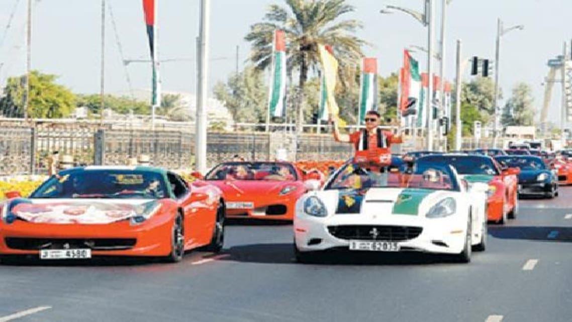 عادة ما تتزين المركبات خلال احتفالات الإمارات باليوم الوطني