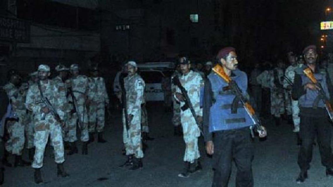 سکیورٹی اہلکاروں نے بم دھماکے کی جگہ کا محاصرہ کر رکھا ہے