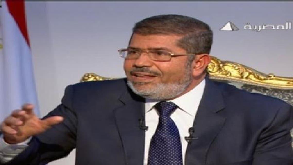 ڈاکٹر محمد مرسی کا سرکاری ٹی وی پر انٹرویو کے دوران ایک پوز