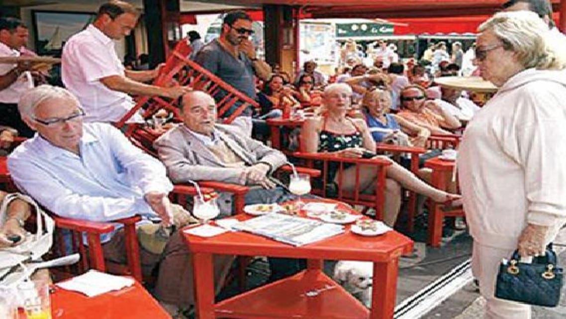 جاك شيراك وزوجته في المقهى الشهير