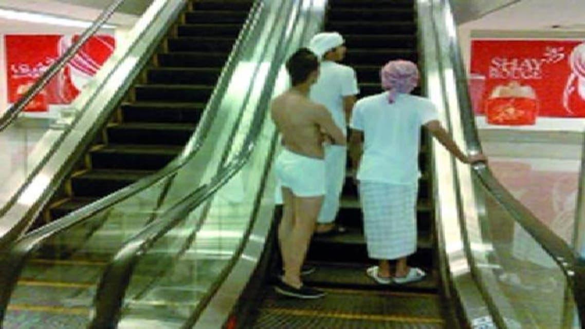 دبئی مال میں نیم عریاں نوجوان کی ایم ایم ایس کے ذریعے پھیلائی جانے والی تصویر