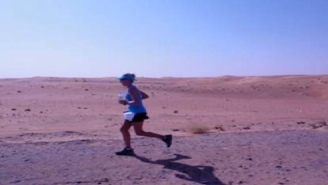 سيدة تقطع مسافة 220 كم ركضاً من دون توقف