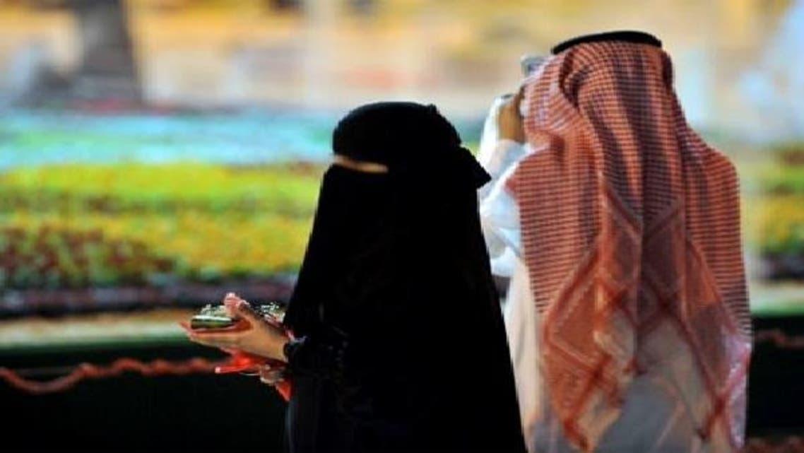 بانجھ اہلیہ کا شوہر کو دوسری بیگم اور بیش قیمت کار کا منفرد تحفہ