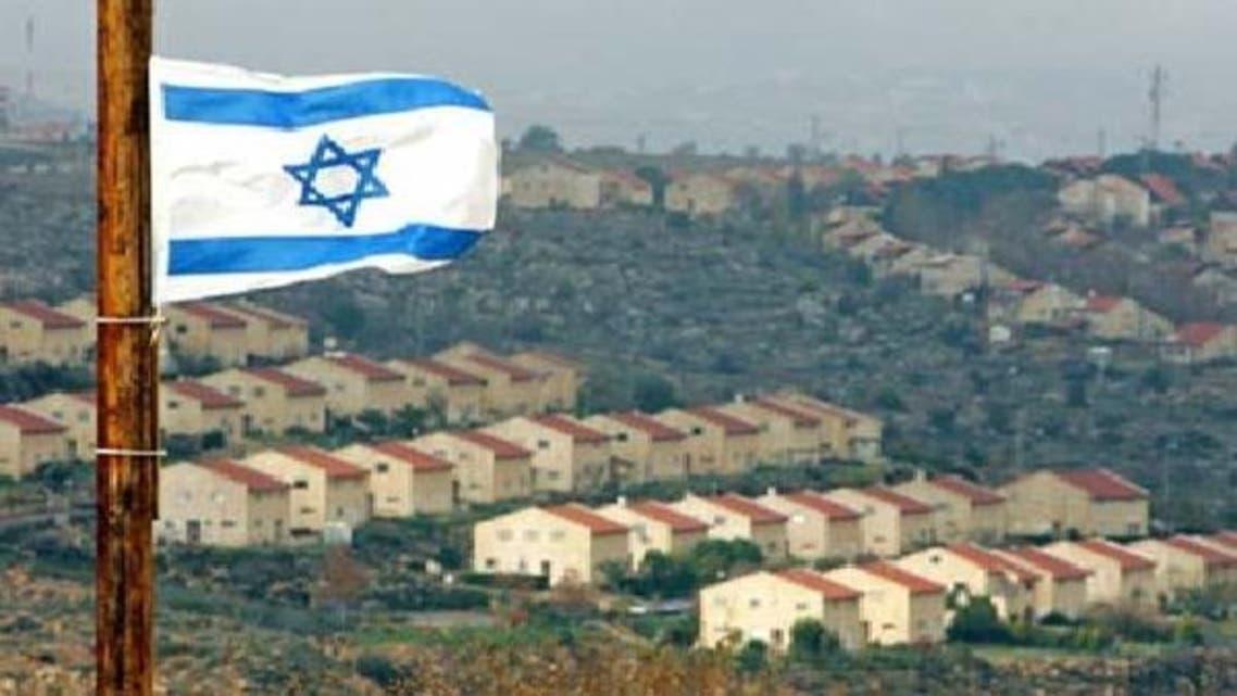 مغربی کنارے میں واقع یہودی بستی عفرا میں اسرائیلی پرچم لہرا رہا ہے۔فائل