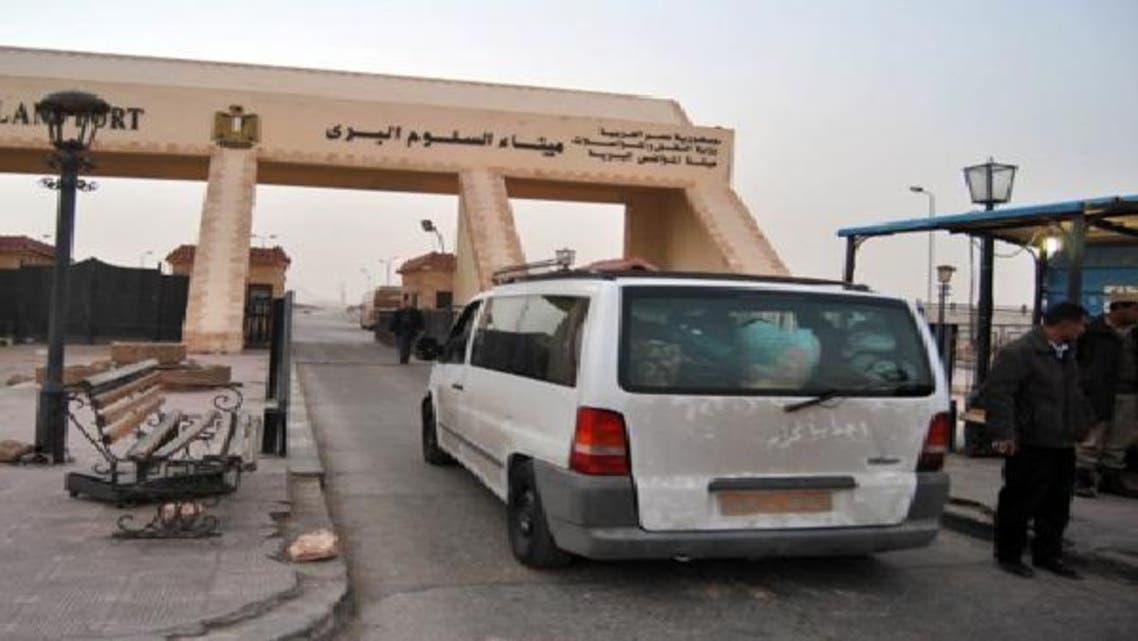 منفذ السلوم الطريق البري الوحيد الرابط بين مصر وليبيا