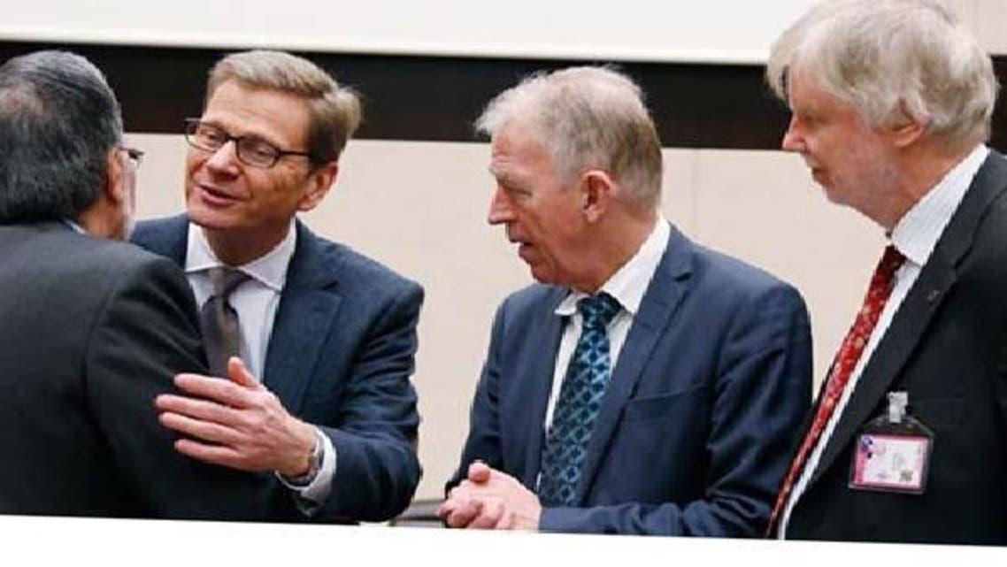 جرمن وزیرخارجہ گائیڈو ویسٹرویلے برسلز میں اپنے افغان ہم منصب زلمے رسول ،فنش وزیرخارجہ ایرکی ٹومیوجا اور ڈینش ولّی سوونڈال کے ساتھ۔