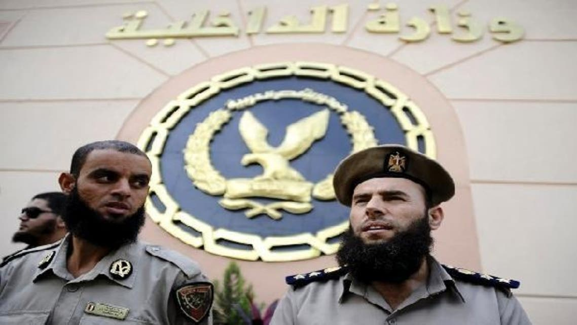Policemen in front of Interior Ministry building in Cairo, Oct. 31, 2012. (Reuters)