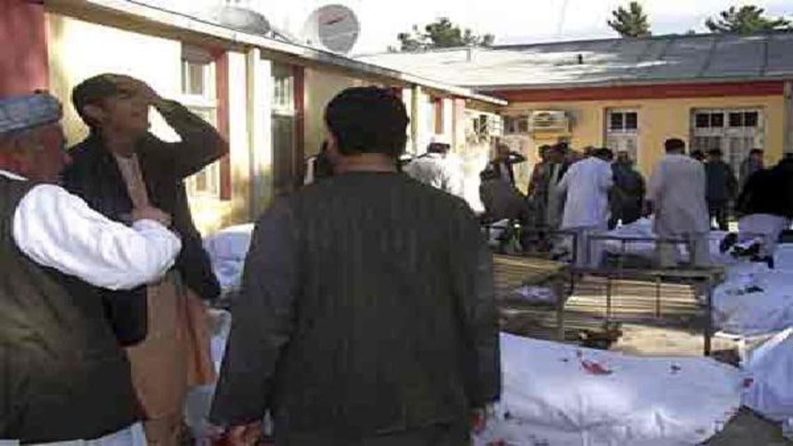 دھماکے میں ہلاک و زخمیوں کے رشتے دار مقامی ہسپتال میں نوحہ کناں یں