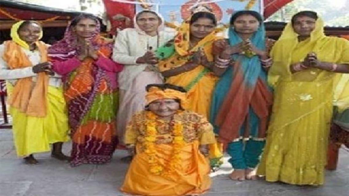 الراهبة الأقصر تجتذب العشرات لمعبدها في الهند