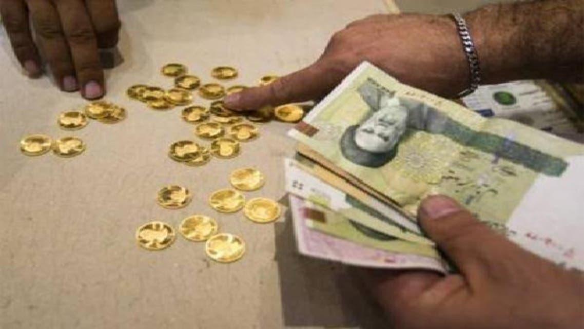 بدأ الكثير من الإيرانيين يفضلون الذهب على النقود